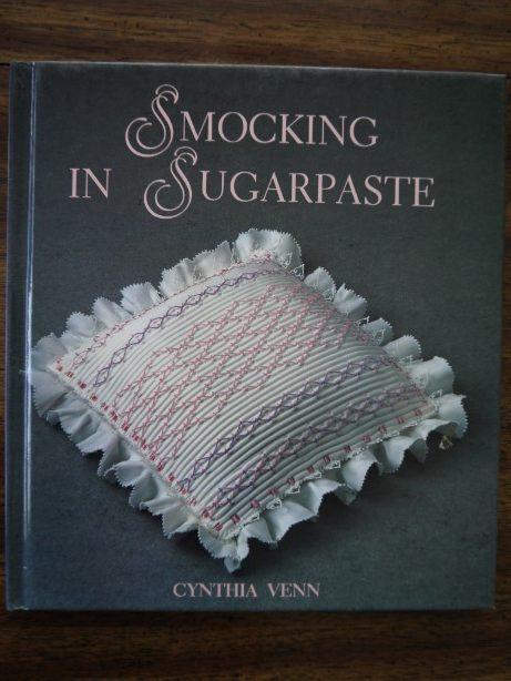 smocking in sugar paste