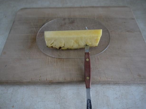 グレープフルーツ用のナイフで底を切る