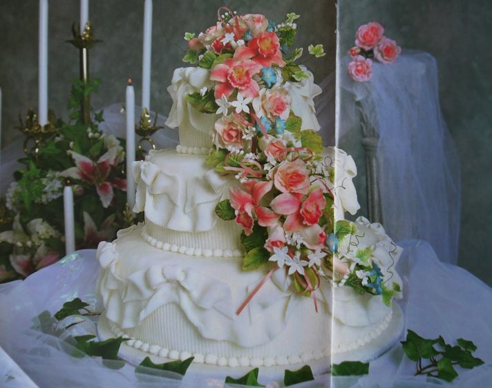 wedding cake with flower bouquet