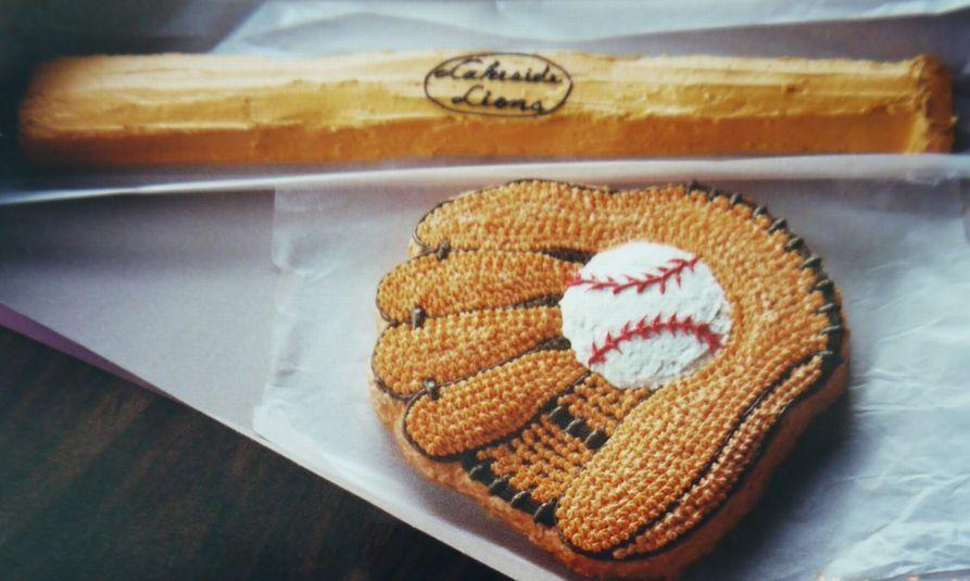 バットとグローブのケーキ