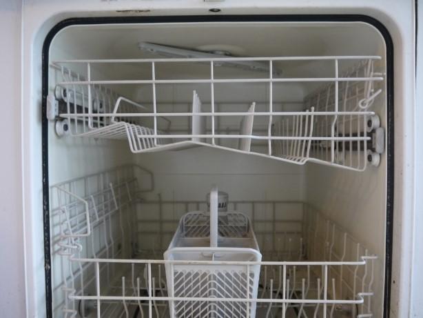 酢で食器洗い機を掃除
