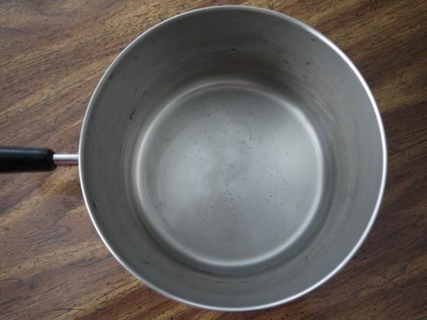 鍋底のシミを酢で掃除
