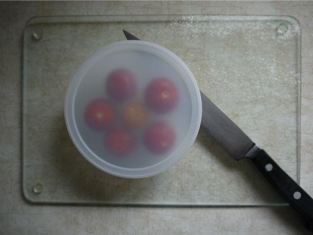 チェリートマトを一度にたくさん切る方法