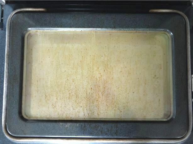 掃除前のオーブンドア
