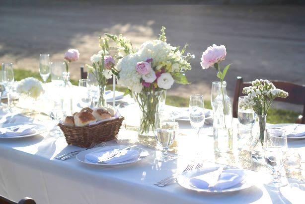 テーブルセッティング(花とパン)
