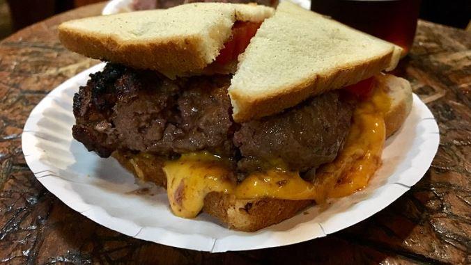ルイスランチのチーズバーガー