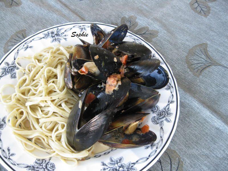 ムール貝のクリーミィートマトソース和え